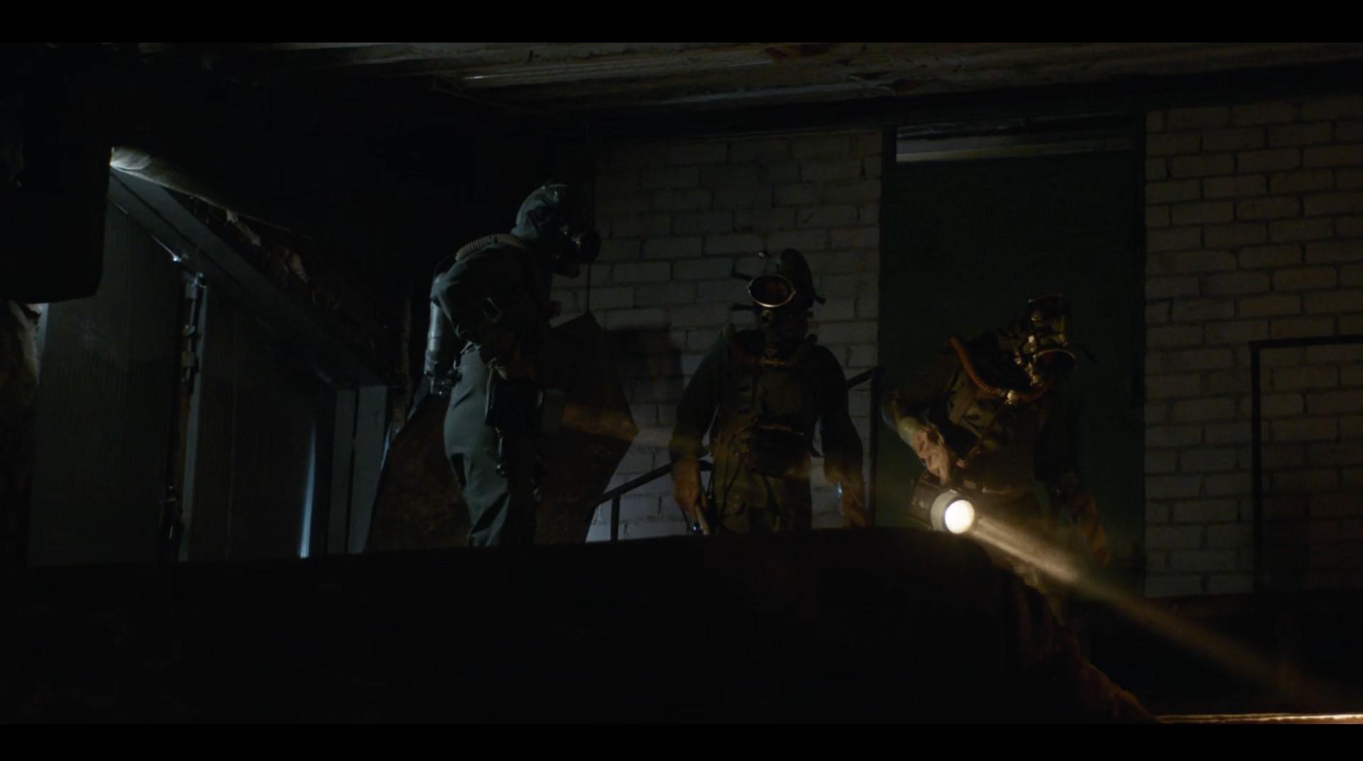 进入地下室的三人组